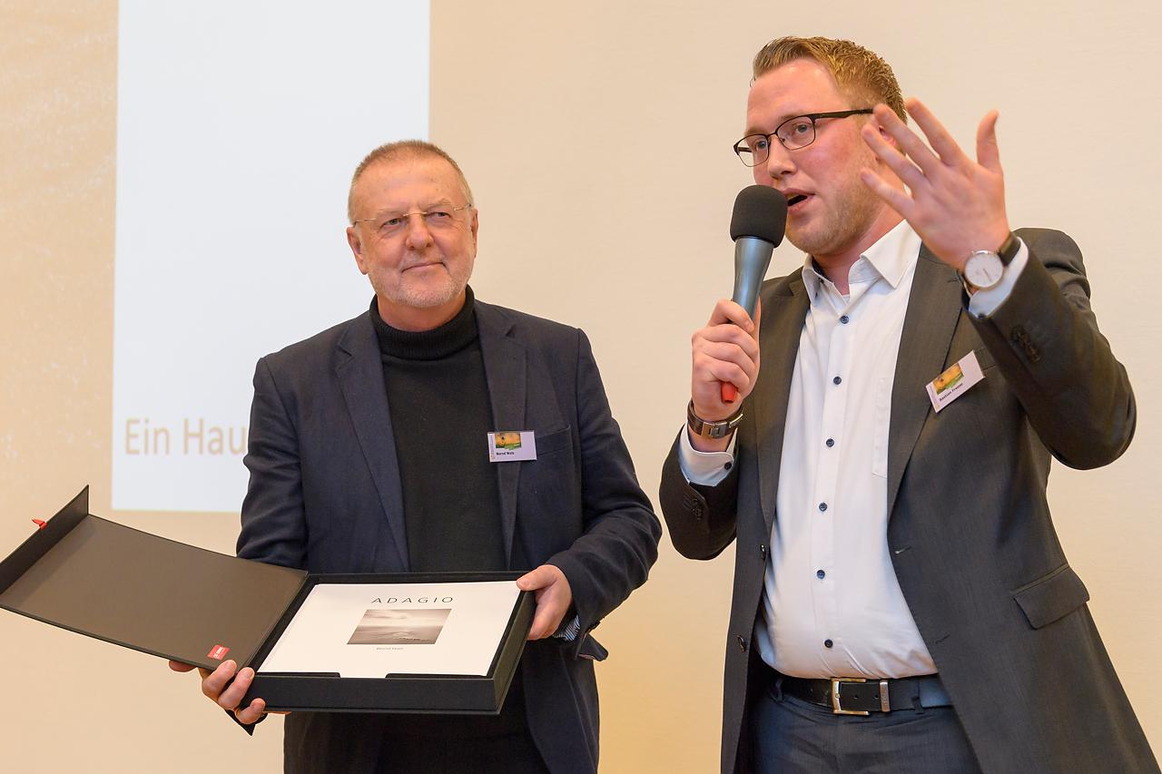 Die Ausstellung ADAGIO von Bernd Walz wird auf 40 großformatigen Alu Dibond-Tafel aus dem Hause CEWE gezeigt.