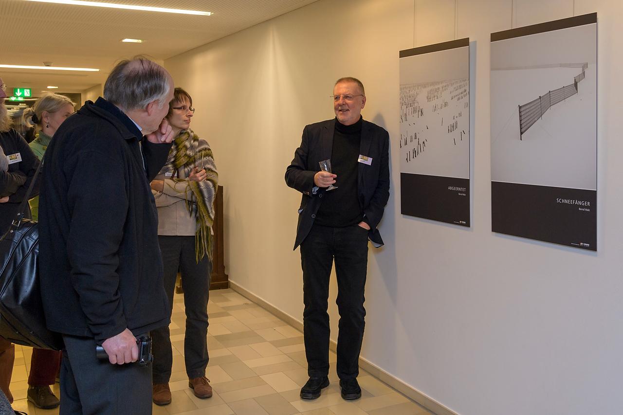 Bis spät in den Abend führte Bernd Walz die Gäste durch die Ausstellung.
