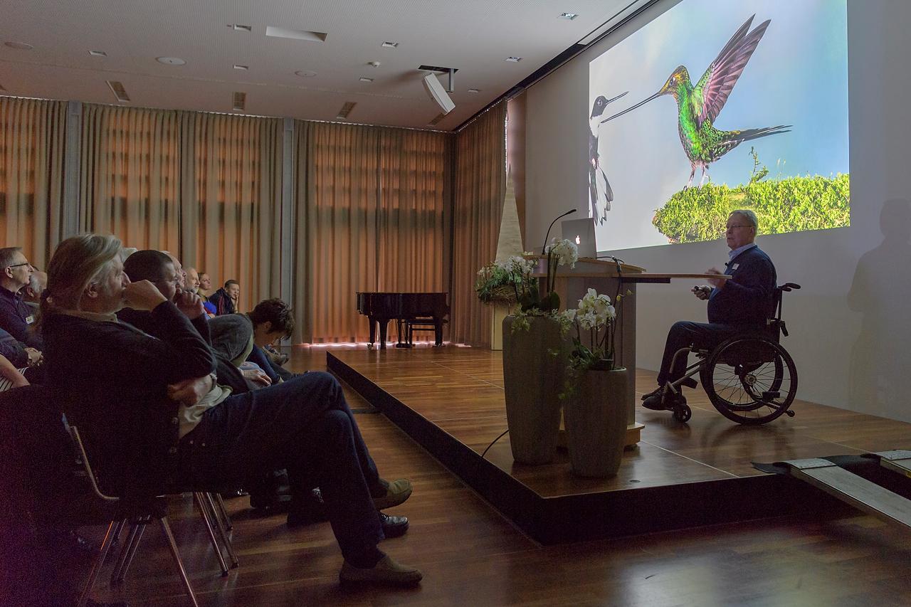 """Jan van der Greef eröffnet das Vortragsprogramm mit seinem Vortrag """"Out in the wild""""."""