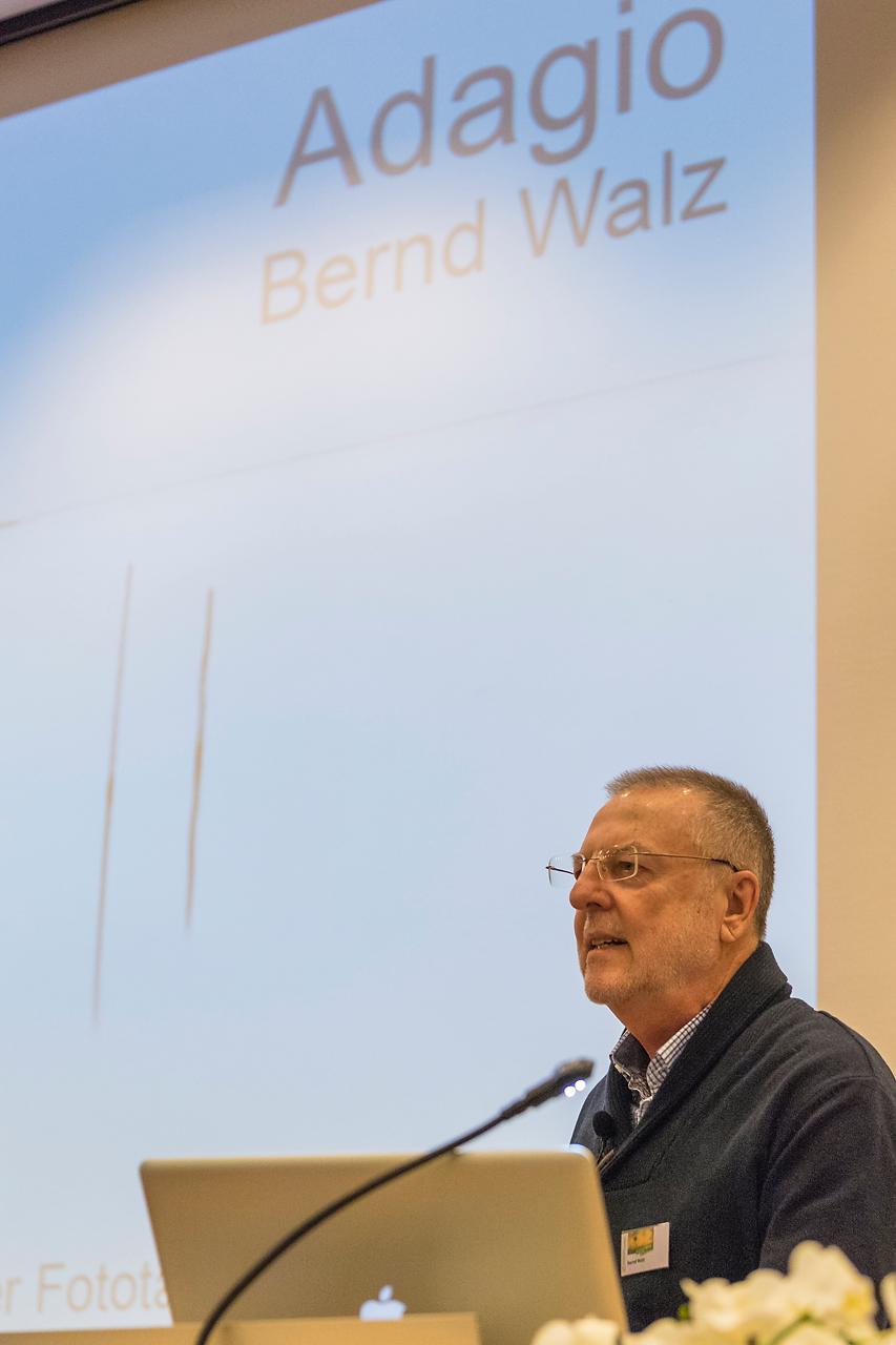 Bernd Walz erläuterte in seinem Vortrag die langsame Art der Fotografie.