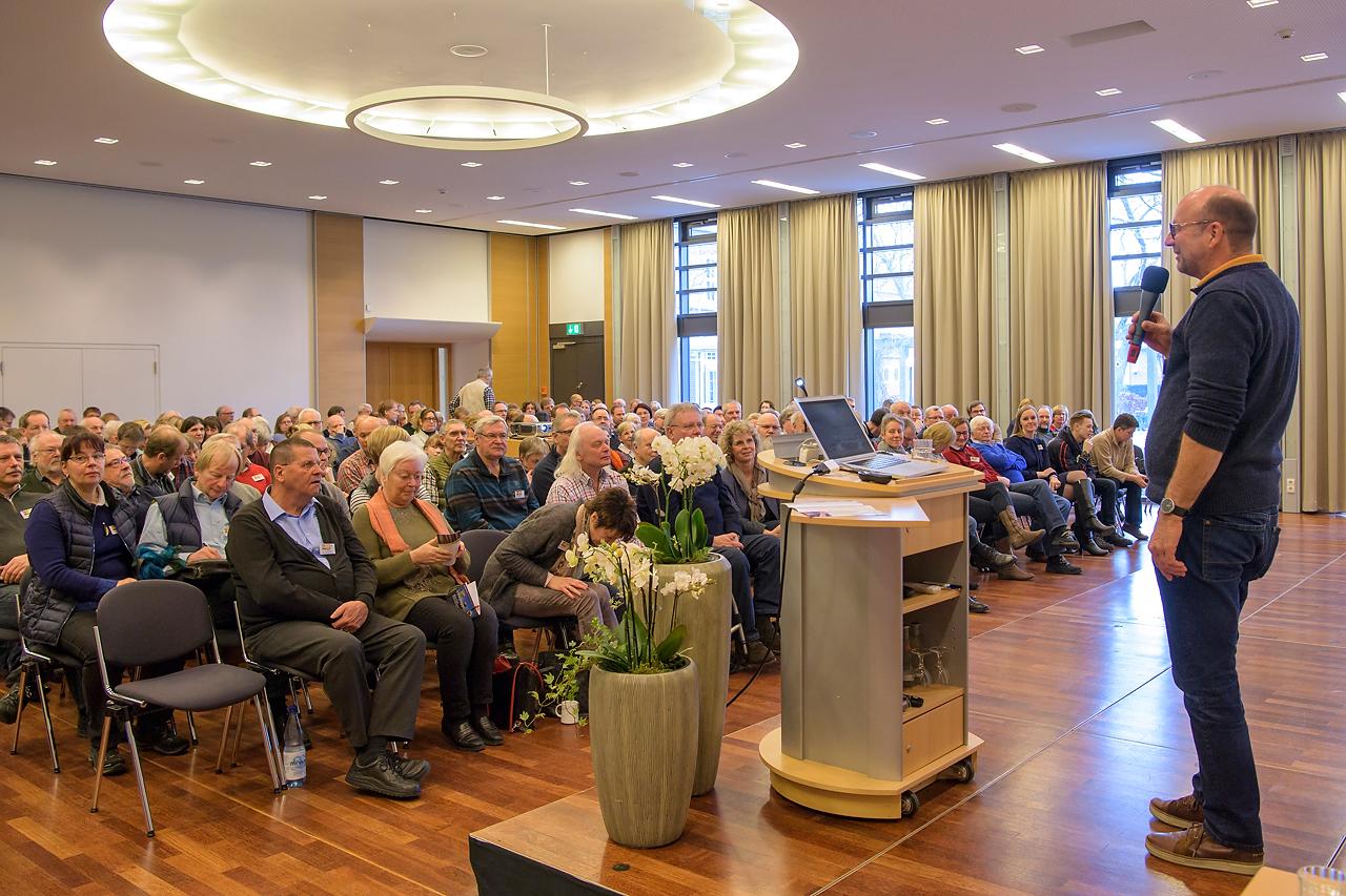 Dr. Martin Feltes begrüßte ein interessiertes Publikum aus dem gesamten Bundesgebiet.