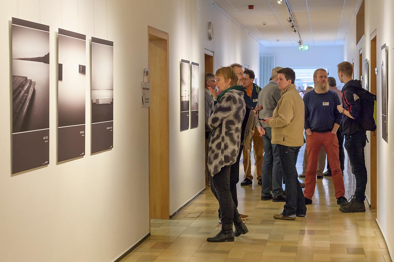 Die Fotoausstellung von Bernd Walz lud ein zur Erkundung und zum Gespräch.