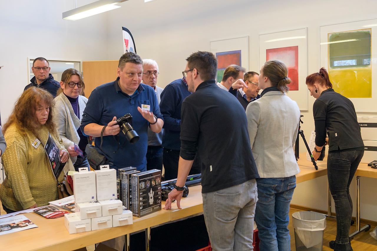 Foto Erhardt präsentierte auf dem Fotomarkt ein vielfältiges Sortiment an Geräten und Zubehör für die Fotografie.
