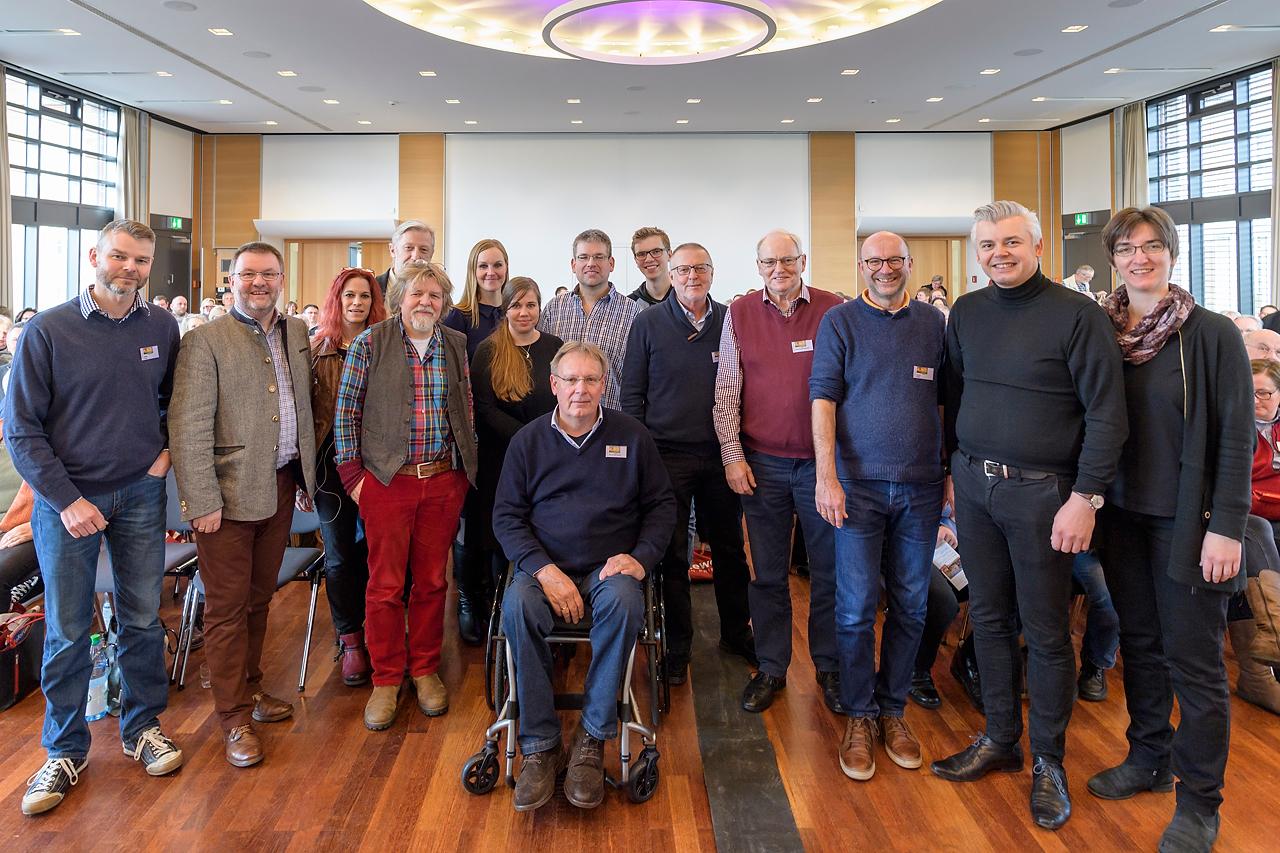 Gruppenbild mit allen mitwirkenden Referentinnen und Referenten. Weitere infos unter www.inspiration-natur.com