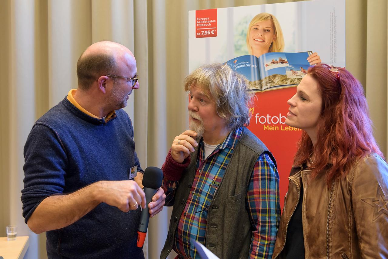 Letzte Abstimmung vor Auftritt: Martin Feltes im Gespräch mit Heinrich Dickerhoff und Conny Sandvoß.